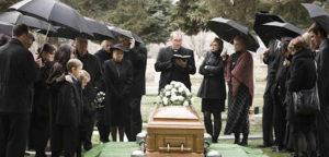 O uso de preto em funerais é uma tradição em diferentes culturas. (Imagem: Internet)